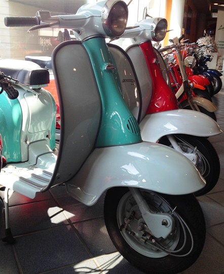 vespas at museo nicolis